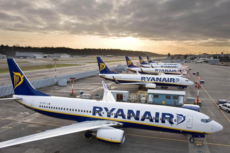 https://aviotravel.eu/images/stories/lowcost_airlines/samoleten-bilet-ryanair.jpg